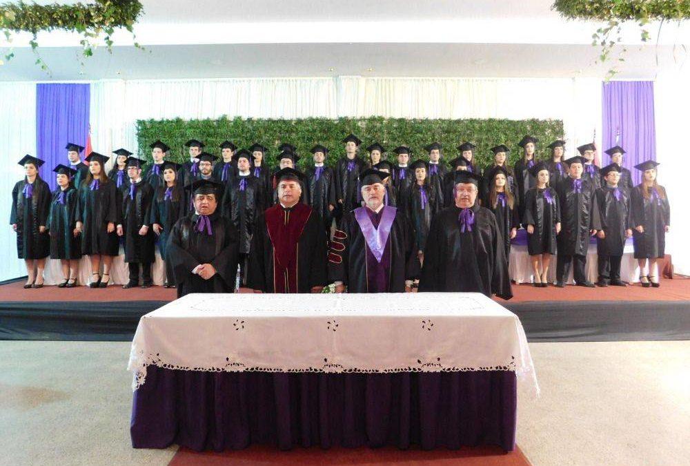 La Universidad Nacional de Caaguazú gradúa a flamantes médicos cirujanos