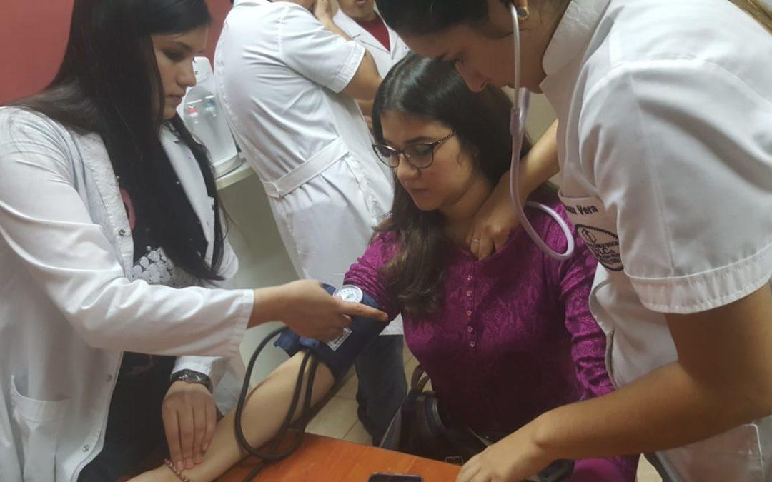 Ficha médica a los alumnos de la Facultad de Ciencias de Abogacía y Ciencias Políticas