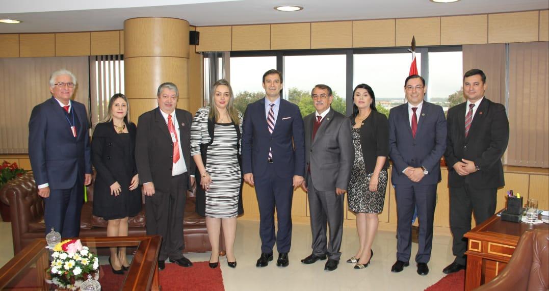Reunión de autoridades de la UNCA con Presidente del Congreso